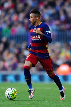 Neymar of FC Barcelona runs with the ball during the La Liga match between FC Barcelona and Getafe CF at Camp Nou on March 12, 2016 in Barcelona