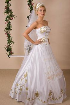 Modest Long Dresses, Elegant Dresses, Strapless Dress Formal, Formal Dresses, Colored Wedding Gowns, White Wedding Dresses, Bridesmaid Dresses, Wedding Dress Accessories, Wedding Dress Trends