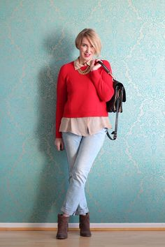 Lagen-Look: Pullover über Seidenbluse