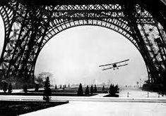 """Paname Paris on Twitter: """"Un avion passe sous la Tour Eiffel Paris 1926… """""""