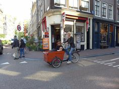 Het weer is fantastisch, dus dat is genieten in de leukste buurt van Amsterdam Kijk op http://www.facebook.com/haarlemmerbuurt