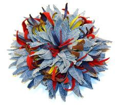 Overview - use of denim in the jewelry and accessories. Denim Flowers, Lace Flowers, Felt Flowers, Fabric Flowers, Diy Ribbon, Fabric Ribbon, Flores Denim, Denim Ideas, Denim Crafts