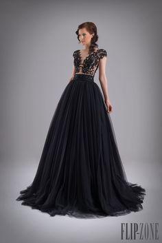Chrystelle Atallah Printemps-été 2015 - Haute couture - http://fr.flip-zone.com/fashion/couture-1/independant-designers/chrystelle-atallah-5570