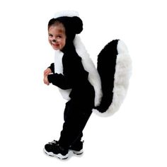 Discover hauntingly easy ideas for DIY kids' homemade Halloween costumes on Disney Family. Choose from scary costumes, last-minute ideas, animal outfits and more! Baby Halloween Costumes For Boys, Kids Costumes Girls, Diy Halloween Costumes For Kids, Scary Costumes, Monster Costumes, Halloween Sewing, Family Costumes, Disney Costumes, Halloween Diy