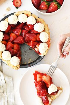 Looking for a go-to pie recipe? Make this simple and fresh strawberry pie! It is delicious and the perfect dessert for any occasion. Pie fives all around! Summer Dessert Recipes, Fruit Recipes, Pie Recipes, Fresh Strawberry Pie, Strawberry Fields, Fresh Fruit, Summer Pie, Homemade Pie, Butter