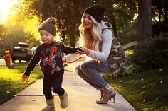 This mom thinks shes a model and I love it. CARA LOREN: stylish mom with a stylish tot. Not the first time ive bought shoes because of her Mother Son Pictures, Baby Family Pictures, Mommy And Me Outfits, Cute Outfits For Kids, Cute Kids, Mommy And Son, Mom Son, Daughter, Little Boy Fashion
