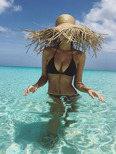 15 Stars Who Are Giving Us All the Summer #VacationGoals | EMILY RATAJKOWSKI | We didn't even know water could be this clear until the model's picture-perfect 25th birthday trip to Turks and Caicos.