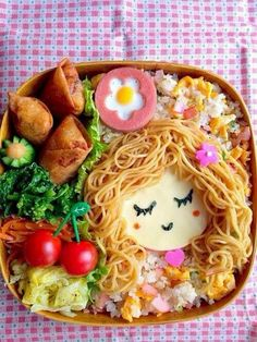 kawaii: Spaghetti hair girl bento by masamiho! Check out her other lovely bento photos on Snapdish. Cute Food, Good Food, Yummy Food, Bento Recipes, Baby Food Recipes, Toddler Meals, Kids Meals, Bento Kids, Food Art For Kids