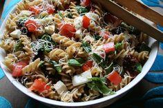 Perjantairesepti 4: Pastasalaatti mozzarellalla ja aurinkokuivatuilla tomaateilla | Jensenin kiusaus