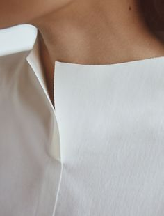 fashion detail slit I kleidung bluse Fashion Details, Look Fashion, Fashion Design, Fashion Spring, Curvy Fashion, Minimal Chic, Minimal Fashion, Minimal Clothing, Minimal Dress