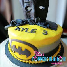 #batmanfondanttopper #vanillacake #batmancake #tinastoppersinabox Fondant Toppers, Novelty Cakes, Cake Table, Box Cake, Vanilla Cake, To My Daughter, Desserts, Tailgate Desserts, Deserts