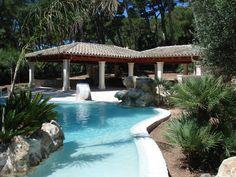Piscinas ovalada en Formentor. Mallorca www.piscinasmallorca.es