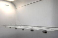 Was übrig bleibt, Flusssteindrucken | Wat over blijft, rivierkeidrukken2017, 40 x 40 cm, paper, ink & stone | papier, inkt & steen 4 photos © Maarten Brinkman