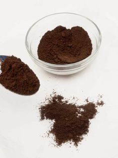 Great ways to make authentic Italian coffee and understand the Italian culture of espresso cappuccino and more! Italian Espresso Machine, Espresso Machine Reviews, Cappuccino Maker, Cappuccino Machine, Espresso Drinks, Coffee Drinks, Espresso Coffee, Uses For Coffee Grounds, Espresso Powder