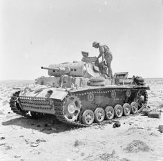 A knocked-out German PzKpfw III tank being inspected near Tel-el-Eissa, 4 August Panzer Iii, Afrika Corps, North African Campaign, Soviet Army, Military Armor, Ww2 Tanks, Armored Vehicles, British Army, War Machine