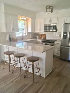20 Elegant Kitchen Design With Contemporary Kitchen Features You Can Try Small Kitchen Ideas Contemporary Design Elegant Features Kitchen Elegant Kitchens, Modern Farmhouse Kitchens, Home Kitchens, Contemporary Kitchens, Rustic Kitchen, Eclectic Kitchen, Dream Kitchens, Small Modern Kitchens, Farmhouse Style