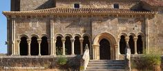 Galería porticada en Rebolledo de la Torre, Burgos. La galería porticada es un espacio cubierto exterior, se considera un aporte hispánico al arte románico.