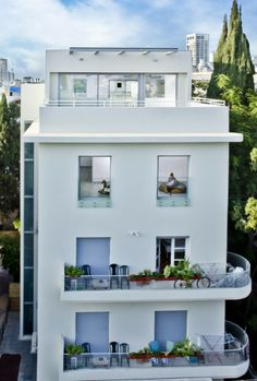 Koniak Architects - Building refurbishment and roof extension in Tel-Aviv #architecture