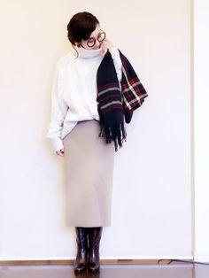 今日の仕事着です。 寒い寒いと聞いていたので、 あったかざっくりニットにしました(^ ^) タックイ