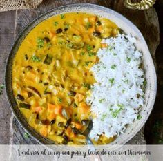 Vegetable curry with pineapple & coconut milk. This easy recipe is vegan, healthy, gluten-free & ready in 30 minutes. Can be also made in a slow cooker! Vegetable Curry Coconut Milk, Slow Cooker Vegetable Curry, Easy Vegetable Curry, Curry Dal Recipe, Vegan Dinner Recipes, Vegetarian Recipes, Pineapple Curry, Pineapple Coconut, Arroz Al Curry