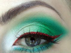 ACCENT A SASSY EYE LOOK WITH GLITTER LINER.