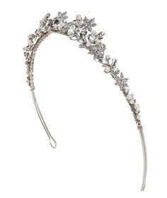 Pronovias presents its T2-2650 bridal headpiece.   Pronovias