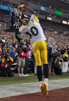 Santonio Holmes makes THE CATCH that gave the Steelers their SIXTH Super Bowl title with a thrilling win over Arizona in Pittsburgh Steelers Wallpaper, Pittsburgh Steelers Players, Go Steelers, Pittsburgh Sports, Nfl Sports, Nfl Football, Steelers Stuff, Pitt Steelers, Steelers Images