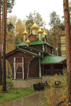 The wooden church at Ganina Jama near Yekaterinburg, Russia (by FarmerJohnn).