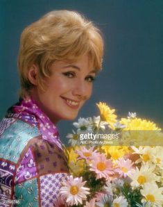 Shirley Jones was the first person cast for the show. Family Stock Photo, Family Tv, Family Show, Shaun Cassidy Today, David Cassidy, 1970s Tv Shows, Abc Photo, Shirley Jones, Hollywood Couples