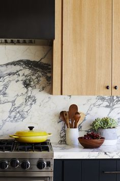 Home Interior Salas .Home Interior Salas Interior Design Website, Interior Design Kitchen, Interior Modern, Kitchen Dining, Kitchen Decor, Kitchen Nook, Kitchen Grey, Stylish Kitchen, Classic Kitchen