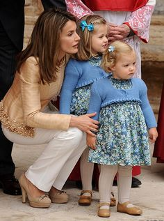 (L-R) Queen Letizia of Spain with her daughters Princess Leonor and Infanta Sofia, even as pre-schoolers the girls were already showing off their now-famous twinning style! They wore matching blue dresses and cardigans as they attended their first-ever joint photocall before Easter Mass on the island of Mallorca, Spain, in April 2009.