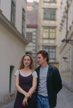"""Julie Delpy & Ethan Hawke in """"Before Sunrise"""" - Richard Linklater, Julie Delpy, Movies And Series, Movies And Tv Shows, Before Sunrise Movie, Before Sunrise Quotes, Before Trilogy, Sunrise Yoga, Sunrise Music, Sunrise City"""
