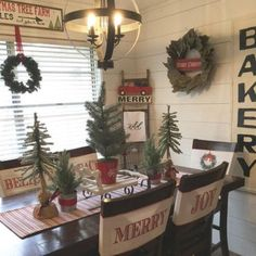 Incredible Rustic Farmhouse Christmas Decoration Ideas 15