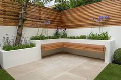 Landschaftsgestaltung in West-London - Garten Design Pool - Garten Back Garden Design, Modern Garden Design, Landscape Design, Fence Design, Backyard Seating, Backyard Patio Designs, Backyard Landscaping, Backyard Ideas, Built In Garden Seating