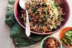 Met de gesmoorde rijst, pijnboompitten en de zoete rozijnen, proef je al het goede van de Turkse keuken.- Recept - Allerhande