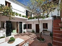 Townhouse rental in Pollensa, Mallorca. Book direct with private owners. Renting A House, Old Town, Townhouse, Pergola, Outdoor Structures, Patio, Book, Outdoor Decor, Modern