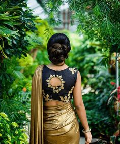 Latest Saree Blouse Designs To Try. Ethnic and cultural wear such as sarees are a trademark of the subcontinent women. sarees are a gift to the women of the subcontinent from their rich culture. Latest Saree Blouse, Cotton Saree Blouse Designs, Blouse Back Neck Designs, Fancy Blouse Designs, Blouse Patterns, Brocade Blouse Designs, Traditional Blouse Designs, Bollywood, Stylish Blouse Design