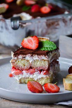 Christina macht was: Einfaches Erdbeer-Tiramisu (ohne Ei und Alkohol) Animal Crossing, Cheesecake, Deserts, Party, Recipes, Food, Sweet Recipes, Biscuits, Cheesecakes