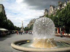 Place Drouet-Derlon, à Reims La fontaine Subé dédiée aux quatre fleuves, se…