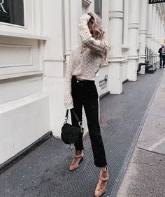 Image discovered by ᗰƖᔕᔕ ᗰᗩᖇƖᗩ. Find images and videos about girl, fashion and aesthetic on We Heart It - the app to get lost in what you love. Cold Weather Outfits, Fall Winter Outfits, Winter Fashion, Winter Ootd, Winter Style, City Outfits, Fashion Outfits, Womens Fashion, Fashion Ideas