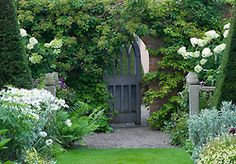 (via http://www.clivenichols.com/galleries/features/WollertonOldHall/content/43539_large.html)