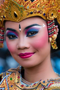 Balinese woman - faces of the people mode ethnique - ethnic fashion
