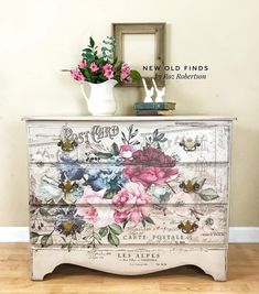 Roz Robertson of @newoldfinds used our new [re]design transfer Imperial Garden on this beautiful dresser. She shows it off perfectly. New transfers are shipping to retailers first week in September. See Roz's page for more gorgeous creations using the new transfers and more! 💐#redesigntransfers #homedecor #diy #diyhomedecor #furniture #furnitureartist #upclcyed