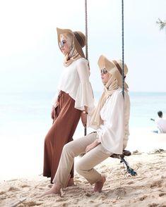 Safari hijab style – Just Trendy Girls スカーフ、ストール、ショール Beach Outfits Women Summer, Cute Beach Outfits, Beach Vacation Outfits, Summer Fashion Outfits, Hijab Fashion, Fashion Ideas, Beach Fashion, Dress Fashion, Fashion Fashion