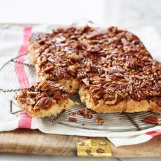 Upside-Down Cinnamon-Pecan Coffee Cake Recipe - EatingWell Healthy Dessert Recipes, Brunch Recipes, Baking Recipes, Breakfast Recipes, Breakfast Ideas, Breakfast Club, Brunch Ideas, Simple Recipes, Healthy Dinners