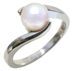 #Pearl is the #birthstone for June // this ring would be a great gift for her special day in June!