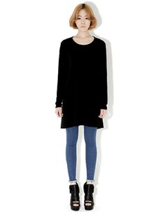 Today's Hot Pick :ナチュラルAラインワンピース【BLUEPOPS】 http://fashionstylep.com/SFSELFAA0005583/bluepopsjp/out カジュアルなAラインワンピースです。 Aラインのシルエットがナチュラルな印象♪ ヒラヒラの裾がフェミニン度アップ↑↑ スキニーパンツやレギンスと合わせても◎! 伸縮性があるので着心地も抜群です。 フリーサイズです。 身長によって着丈感が異なりますので下記の詳細サイズを参考にしてください。 ◆3色: ブラック/チャコール/アイボリー