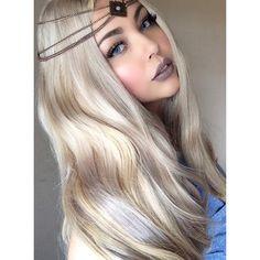 Hair extensions by @bellamihair #ashblonde costumizer  liquid lipstick by @colouredraine #marshmallow #colouredraine #bellamihair