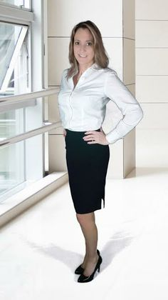 The vintage pencil skirt look is still around today and more popular then ever. We have so many styles and designers to pick from Business Professional Attire, Skirt Outfits, Work Outfits, White Shirts Women, Shirt Blouses, Amazing Women, Pencil Skirts, Clothes For Women, Secretary