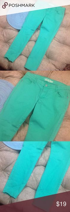 Old Navy Jeans 16 Rockstar Skinny Stretchy Cotton Great Condition; Old Navy Jeans 16 Rockstar Skinny Stretchy Cotton Blend Green Pants; 28 inch inseam 9 inch rise 17 inch across waist; 98/2 Cotton/Spandex; Old Navy Jeans Skinny